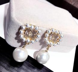 Doppi strati Orecchini Lettere di marca Ciondola Goccia Oro Argento Perla Orecchino Oro Argento Orecchini per le donne Nozze 02 da