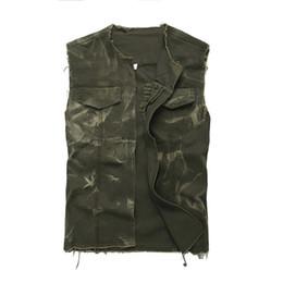 2019 армия зеленый майка мужчины Мужская армия зеленый О-образным вырезом открытым стежком джинсовый жилет без рукавов отверстия рваные промытые бахромой Майка жилет верхняя одежда скидка армия зеленый майка мужчины