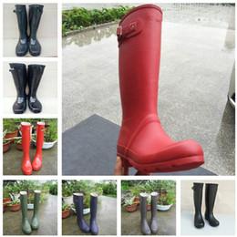 высокие каблуки девочек Скидка Мода женщины Rainboots колено-высокий высокий дождь сапоги известный бренд водонепроницаемый резиновая вода обувь Англия стиль девушки на низком каблуке дождевики C8602