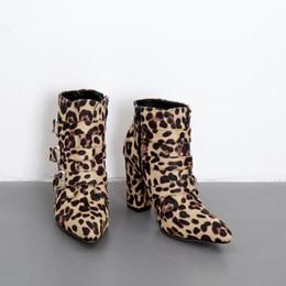 Modelli di scarpe con tacco alto online-2019 primavera nuovo modello di serpente leopardo spesso con scarpe in pelle tubo corto stivali da donna con fibbie tacchi alti