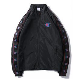 Paar stehen online-Klassisches Logo hochwertige schwarz weiß kleine frische Windjacke Männer und Frauen Mode Reißverschluss Stehkragen Brief Jacke paar Jacken