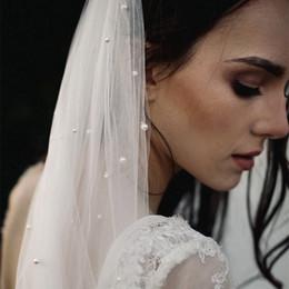 Véus de casamento de pérolas brancas on-line-Pérolas Marfim Uma Camada Véus De Noiva Tulle Branco Longo Véu De Noiva Com Pente Véus De Noiva Véu De Noiva Acessórios Do Casamento de Corte Borda