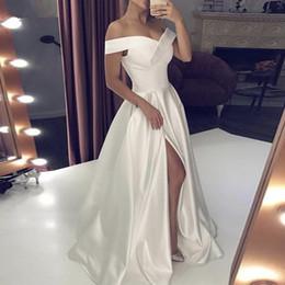 Vestido de noiva de seda simples on-line-Simples Silk Satin Ruched Sexy Alças High Side Dividir Princesa Backless Branco Marfim Um Vestido Longo Partido Linha do casamento Vestido de Noiva Moda