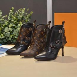 mujeres del sexo botas negras Rebajas Zapatos de mujer Diseñador Mujer Tacones de diseñador Zapatos 2018 Nueva moda de lujo Diseñador Mujer Zapatos botines planos de cuero negro con caja