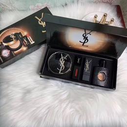 Almofada de perfume on-line-HOT marca de maquiagem Maquiagem Matte rouge um Perfume almofada de ar 30ml + 4pcs Fundação Batom lèvre + em 1 Set M102930
