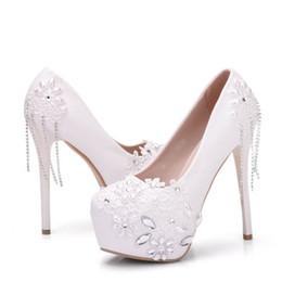 tamanho sapatos brancos de noiva Desconto Sapatos de casamento de luxo Lace White campagus Stiletto plataforma mulheres de salto alto com strass tamanho grande dedo do pé fechado bombas de sapatos de noiva 2019