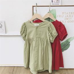 Nouveau style de robe d'été petite fille en Ligne-Nouveau INS Toddler Petites Filles Robes D'été Puff À Manches Courtes Avant Boutons Belle Rouge Vert Coton Enfants Filles De Mode Princesse Robe