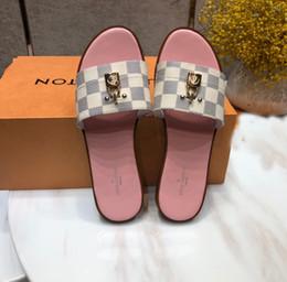 5f7609ef94c5 De calidad superior 2019 Fashion Luxury Designer Sandalias de cuero patrón  de impresión de verano 3D zapatos de moda Con chanclas planas de bloqueo ...