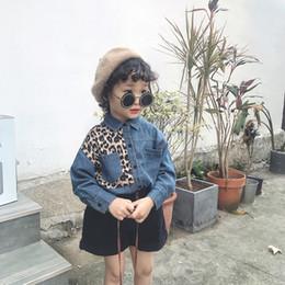 2019 leopardo da sarja de nimes caçoa a camisa Roupas de bebê meninas de verão lutando leopardo-impressão camisa confortável denim bebê meninas roupas roupas infantis desconto leopardo da sarja de nimes caçoa a camisa