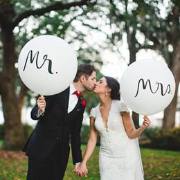 2019 fãs da pena para casamentos 36 polegadas de Látex De Casamento Rodada Balões Noivo Fotografia Adereços Fotografia Impresso Caráter Mr Sra. Balões Brancos Decoração Do Partido de Casamento