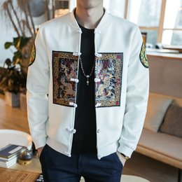 Китайский наряд черный онлайн-Вышивание Тан ретро куртка Frog Button Bomber Jacket Мужчины Китайский стиль Мужчины Vintage Gold Black White Club Outfit