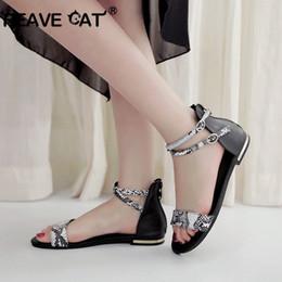 Gato das sapatas de couro das meninas on-line-REAVE CAT couro de Vaca sandálias planas mulheres preto branco senhora menina praia verão sapatos de couro mulher casual shcool calçado sandalias