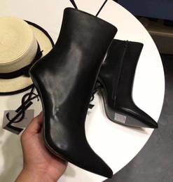 Designer stiletto botas on-line-Nova primavera outono preto couro envernizado sapatos de noiva de casamento para a noiva luxo dedo apontado letras sapatos de salto alto bombas senhoras botas de grife