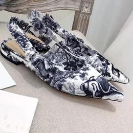 Sandalia de tacón azul marino online-2019 nueva moda azul marino flor gato zapatos sandalias de mujer sandalias de diseño de mujer Sandalias de diseño Arco signo de pentagrama 6.5 cm talón con caja