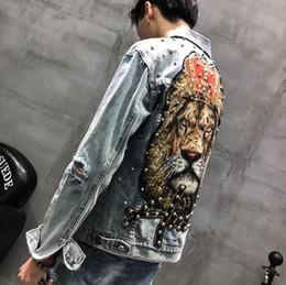 Leão casaco homens on-line-Patch emblema bordado tigre leão Armband Hip Hop Denim Jean Jackets Rivet Homens Mulheres Moda Bomber Man dos homens jaqueta corta-vento Streetwear
