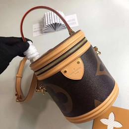 2019 yeni moda lüks çanta Kadın tasarımcı yuvarlak çanta kadın lüks çanta en kaliteli Boyutu: 15 * 17 * 15 nereden
