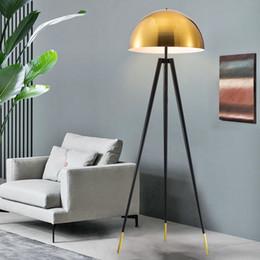 Échantillon de personnalité nordique hôtel américain maison trépied placage métal luxe lumières de la mode ? partir de fabricateur