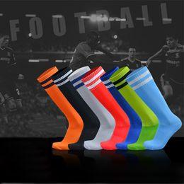 meias de tubo adulto Desconto 2019 Novas Meias de Futebol Adulto Crianças Listrado Não-deslizamento Seco Rápido Ao Ar Livre Esportes Longo Meias Tubo Na Altura Do Joelho Meias Meias Elásticas Alta