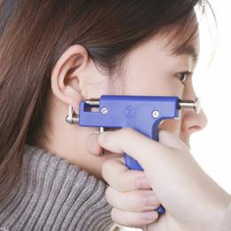 Pistolas de aretes online-Piercing de oreja de acero inoxidable Nariz Pendientes de oreja Pendientes Unidad de perforación Cartílago Tragus Helix Kit de herramienta de pistola de perforación