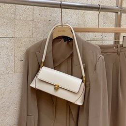 Bolsa de ombro das axilas on-line-Underarm Bag Designer de luxo Womens Shoulder Bags Designer Shoulder Bag Handbag Retro Baguette selvagem Joker variedade de estilos Tranca Lingueta Hot3