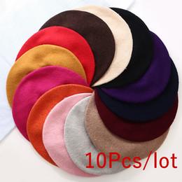 Sombreros de gorro púrpura online-10 unids venta al por mayor de las mujeres boina de lana sintética sombreros suaves Kawaii Flat Top gorras rojo naranja púrpura artista francés Beanie Hat regalos moda