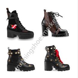 2019 botas de estilete vermelhas abertas Com caixa de Mulheres botas de grife de luxo de couro ankle boot robusto calcanhar Martin sapatos Imprimir Leather Platform Desert Lace-up Bota 5 centímetros