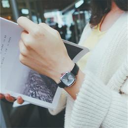 b87da047b87 Preço de fábrica Nova Moda Couro Do Vintage Quadrado Dial Relógios Das  Mulheres Se Vestem Relógio Elegante relogio feminino Pequeno relógio de  Quartzo ...