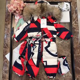2019 pieles de china Chaqueta de plumón para bebés ropa de diseñador para niños mono a juego de color para bebés de invierno chaqueta de plumón con capucha cuello de piel mono de diseño personalizado pieles de china baratos