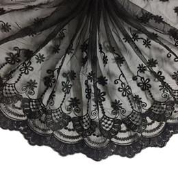 Kleid handwerk stoffe online-13,77 Zoll Stickerei Floral Lace Ribbon Trim Stoff für Vorhang Tischdecke Schonbezug Brautkleid und DIY Craft Supply-15 Yard