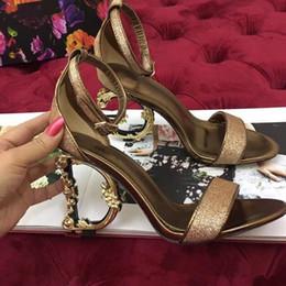 Nouvelle mode Nouvelles sandales d'été à talons vert, bleu et rouge disponibles Les sandales élégantes pour femmes de haute qualité ? partir de fabricateur