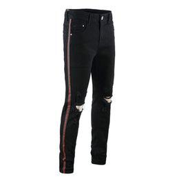 Pantalones vaqueros verdes para hombre online-Hombres calientes Diseñador Agujero Negro Jeans Verde Cinta roja Stretch Mens Jeans Moda Pantalones de lápiz para hombre