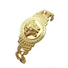 Armband persönlichkeit gold online-Männer Gold Marke Charme Kette Armbänder High Street Luxus Jugendliche Armbänder Mode Persönlichkeit Geschenk Armbänder Schmuck