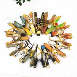 Animaux de bois en Ligne-Styles mixtes Creative Sculpture sur bois animaux Slingshot Cartoon animaux Slingshot peint à la main en bois Artisanat enfants cadeau