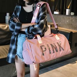 gafas de sol sin rasguños Rebajas El más nuevo estilo de Corea Moda Rosa Carta Bolsas de hombro de gran capacidad Bolsa de equipaje de viaje con secciones secas y húmedas 2 colores de alta calidad