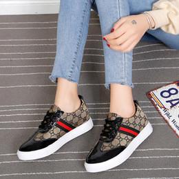 Chaussures de fainéants de sport en Ligne-2019 Printemps Automne Femmes Appartements Mode Bout Rond Femme À Lacets Mocassins En Cuir Baskets Casual Chaussures de sport chaussures