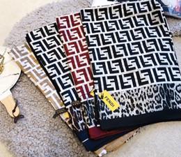 Écharpe femme léopard en Ligne-Foulard en soie pour les femmes de haute qualité Womens double lettre F écharpes imprimées pashmina léopard léopard dernières foulards en soie écharpe de mode