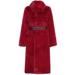Signore lungo cappotto rosso online-Cappotto di pelliccia di coniglio faux rosso Cappotto lungo di capelli caldo di pelliccia Cappotto di pelliccia visone sottile Cappotto di pelliccia di inverno con cintura Femininos parka