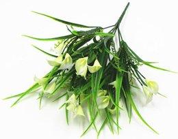 2019 recinzione di piante plastiche Pianta in vaso con fiori finti e piante verdi per tagliare la recinzione della pianta decorativa 7-biforcuta giglio d'acqua in plastica WL87 recinzione di piante plastiche economici