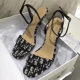 Hermosas sandalias online-Zapatillas Sandalias Zapatos de diseño Mejor calidad sandalias planas Chanclas Sandalias zapatillas de deporte de moda Enviar Beautiful Box by Shoe07 DA02