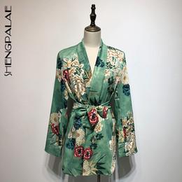 SHENGPALAE 2019 donne primavera stampa floreale maniche lunghe cappotto allentato femminile cintura sottile vestito turn-down collo camicetta cappotto HD495 da lungo mantello in pizzo d'oro fornitori