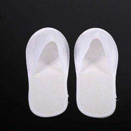 Chinelos convidados on-line-Hot Sale-Men Women Spa Disposable Slipper Party Bathroom Guest Non Slip Fluffy Home Hotel Use Travel Closed Toe Sanitary 10 Pairs