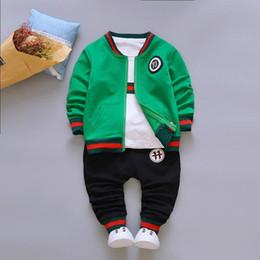 pc del vestito dei neonati Sconti Autunno Ragazzi Set di abbigliamento per bambini cappotto del rivestimento T Shirt Pantaloni 3 Pc Bambini Tuta sportiva neonati vestiti Set
