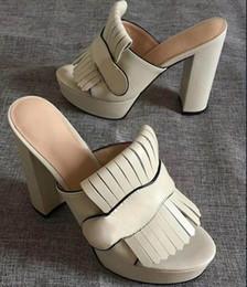2019 sandalias flecos tacones Marmont de lujo sandalias de tacón alto de la plataforma del cuero de gamuza de diapositivas de las mujeres con zapatos de diseño de la franja de Doble Tono de hardware de la vendimia mediados de talón rebajas sandalias flecos tacones