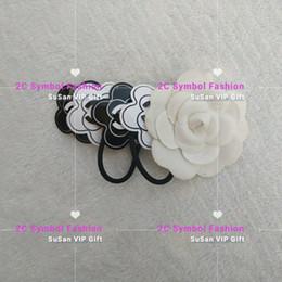 Corde à cheveux blancs en Ligne-4 PCS Accessoires De Luxe Camellia collection point mode célèbre logo Acrylic Hair Rope Bonne qualité cadeau de fête VIP Classique Blanc et Noir