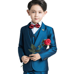 Ternos elegantes do menino on-line-2019 Meninos Ocasião FormaisTuxedos Entalhe Lapela Dois Botões Centro de Ventilação de Casamento Dos Miúdos Smoking Criança Terno Personalizado Elegante das Crianças Menino Terno Vestido