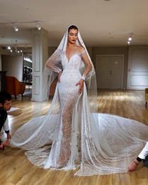 Meerjungfrau schleier online-2020 Luxury Full Perlen wulstige Mermaid Brautkleider Sexy Kathedrale Zug Plus Size Mantel Brautkleid mit Schleier