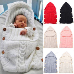 Nuovi sacchetti di crochet a maglia online-2019 New Newborn Baby Knitting Knitting Wool Crochet Sleeping Bag Button Swaddle Wrap Coperta Swaddling con cappello Accessori caldi morbidi 0 a 1Y