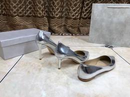 Argentina La última marca de gama alta J6305 clásico desgaste de la mujer diseñador lacado cuero zapatos de vestir del dedo del pie lujo hueco suela de cuero boda, tacón alto cheap hollow shoe soles Suministro