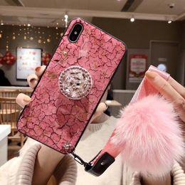 2019 pelzball für iphone Luxuxmarmor-Telefon-Abdeckungs-Fälle für Iphone Xs Max Xr X 6 6 S 7 8 Plus 6 Plus-Fälle mit Jeweled Klammer Pelz-Kugel-Handschlaufe Coque rabatt pelzball für iphone