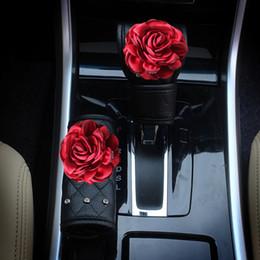 Ручки из горного хрусталя онлайн-Красный кристалл розы автомобиля Handbrake крышки передач Shifter Ручка крышки Rhinestone Кожа Авто Автоаксессуары для девочек